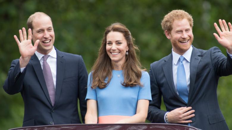 Kate cùng chồng William và em trai Harry.