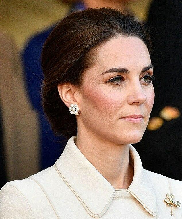 Mái tóc phản ánh vị thế của Kate khi đảm nhận thành viên Hoàng gia cấp cao.