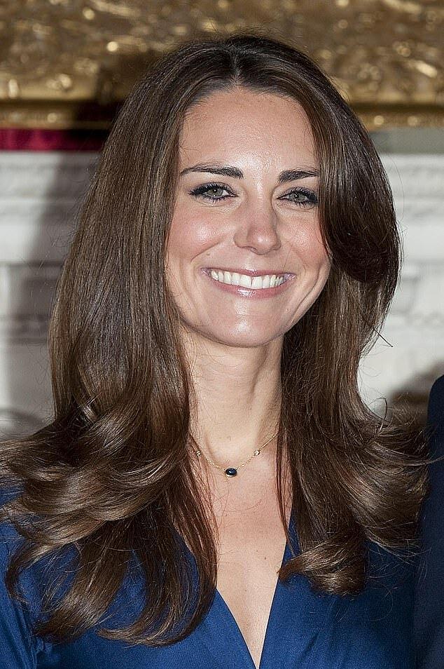 Phong cách trang điểm tinh tế hơn của Kate vào năm cô đính hôn 2010. Ảnh: Rex.