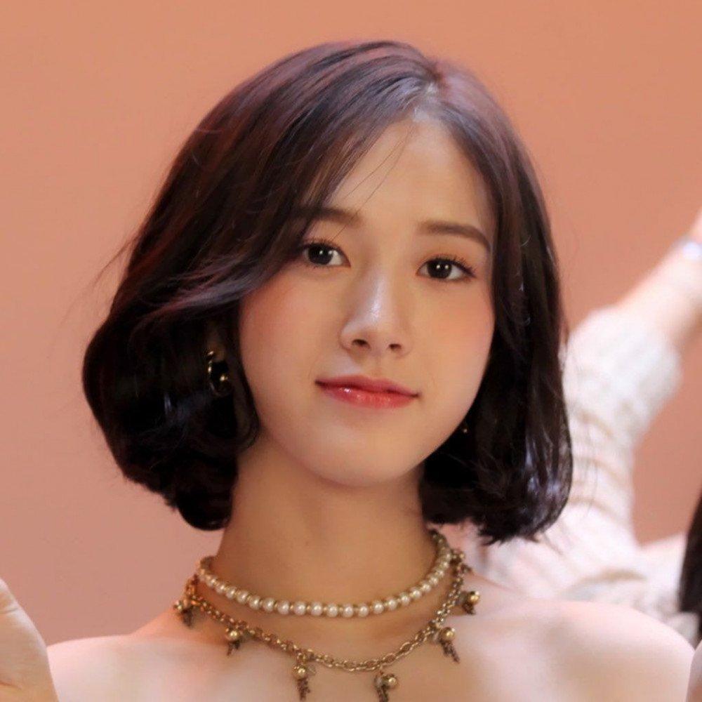 Nữ idol có nét đẹp thanh tú đậm chất diễn viên.