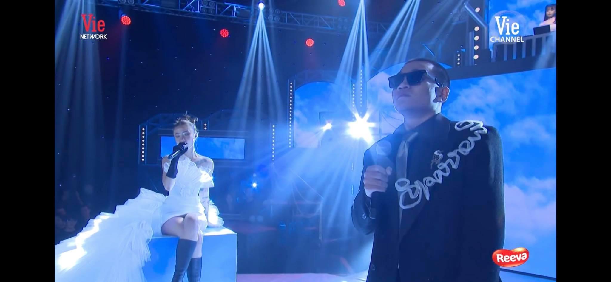 Naomi là ca sĩ hát hỗ trợ tại Rap Việt.