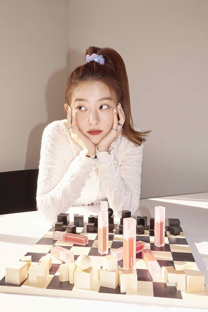Nhiều người khen ngợi thần thái của Seul Gi rất phù hợp với việc quảng bá mỹ phẩm. Cô nàng vốn cũng là biểu tượng thời trang, làm đẹp của các cô gái trẻ, vì vậy việc trở thành người mẫu cho Amuse hứa hẹn sẽ giúp tên tuổi của thương hiệu này càng lan tỏa.