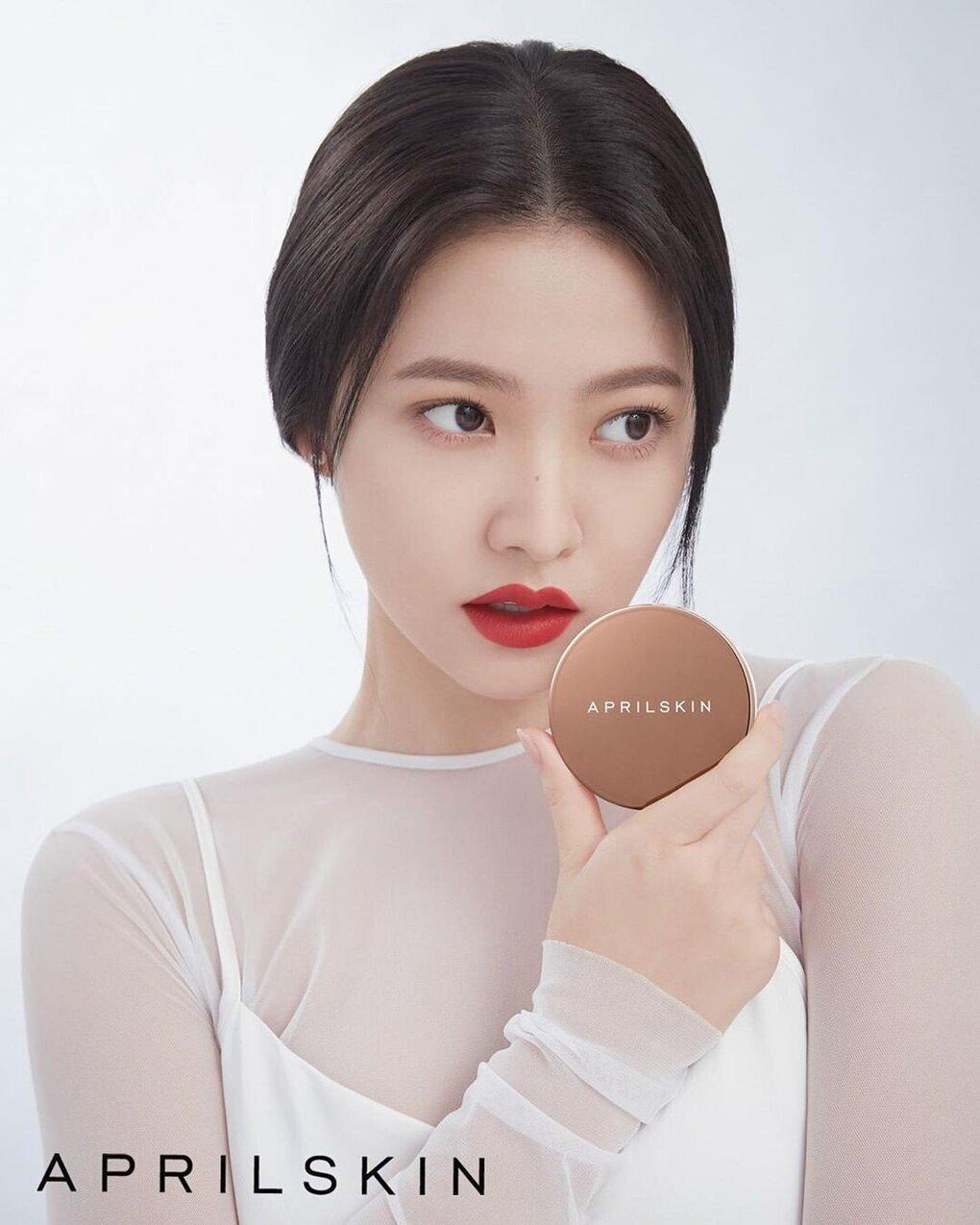 Yeri được April Skin chọn mặt gửi vàng là nàng thơ, quảng bá cho nhiều sản phẩm của thương hiệu từ dưỡng da đến trang điểm. Với vẻ ngoài xinh đẹp cùng phong thái ngày càng trưởng thành, Yeri được khen là lựa chọn lý tưởng cho thương hiệu hướng đến các quý cô sang chảnh.