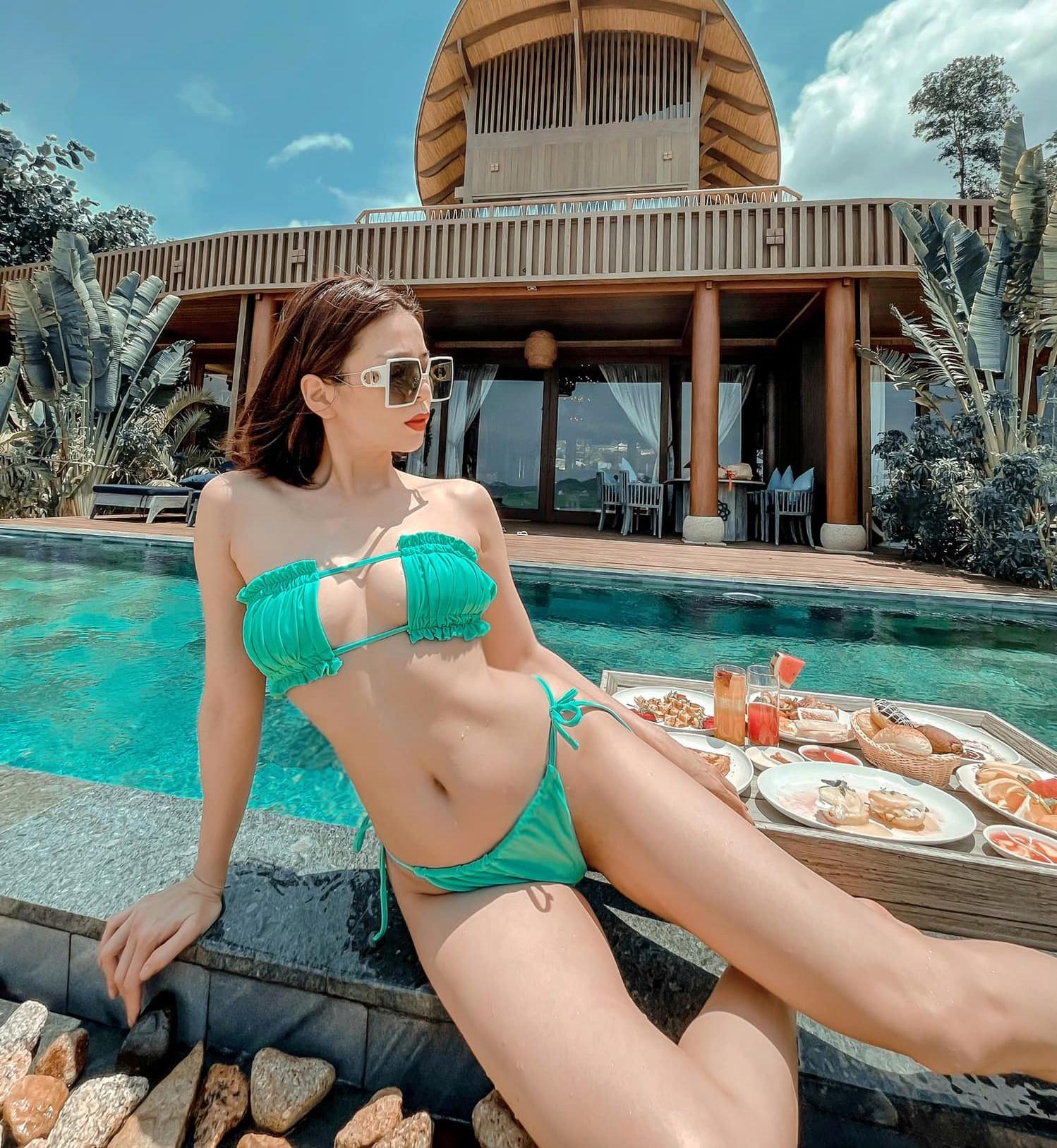 Ở tuổi 40, Lệ Quyên không hề thua chị kém em trong việc khoe vóc dáng. Nữ hoàng phòng trà chiếm spotlight trong kỳ nghỉ lễ khi diện bikini tí hon tôn body căng tràn sức sống.