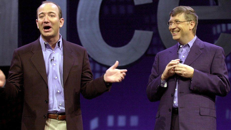 Bill Gates và Jeff Bezos đều có điểm chung là: đã ly hôn vợ và thích rửa bát.