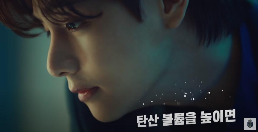 V làm nhân vật chính trong quảng cáo của BTS khiến akgae fan Jung Kook nổi điên - 1