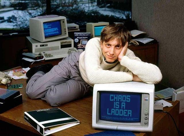 Ảnh Bill Gates thời độc thân được chia sẻ rần rần trên mạng.