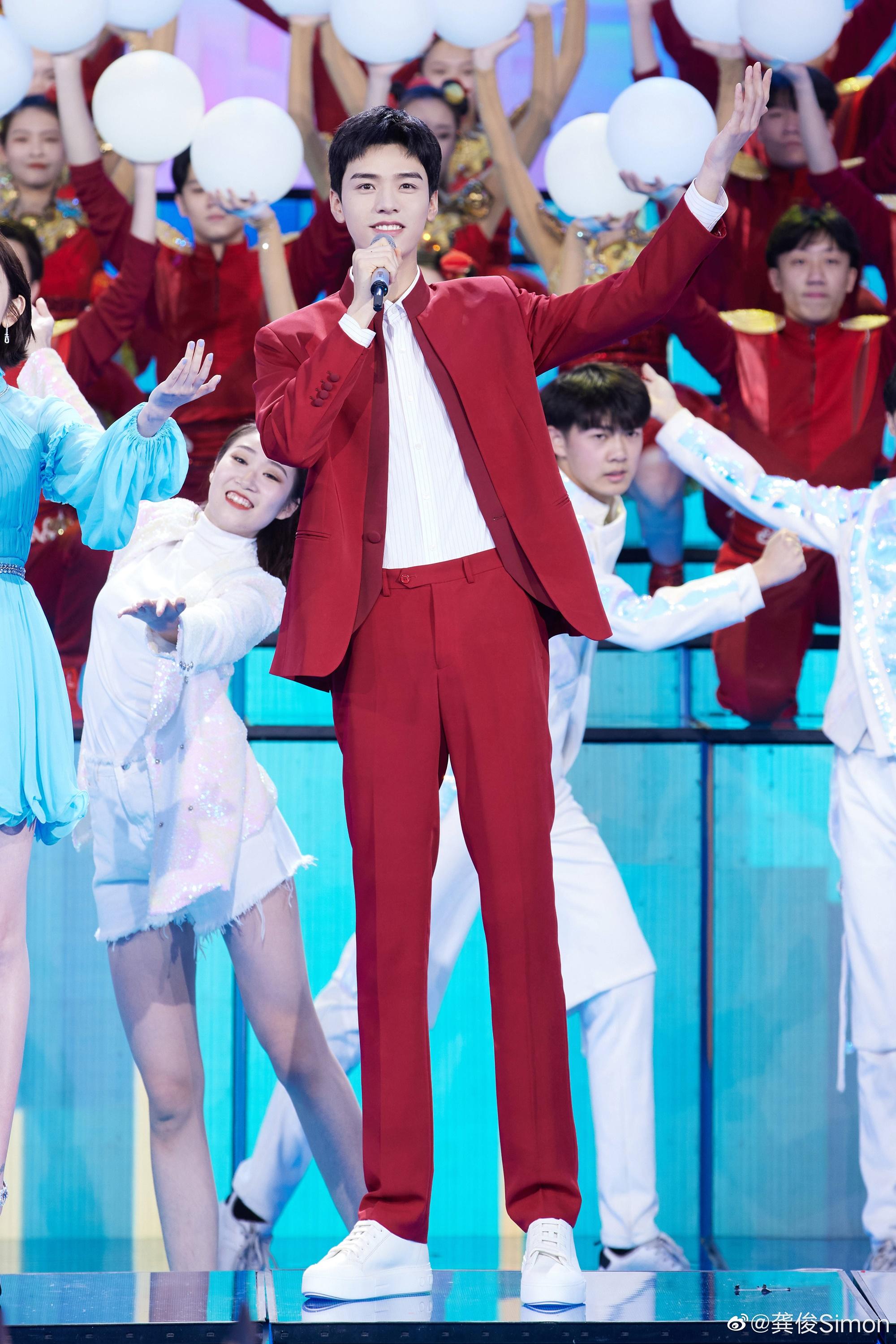 Cung Tuấn là ngôi sao được săn đón sau thành công của Sơn hà lệnh.