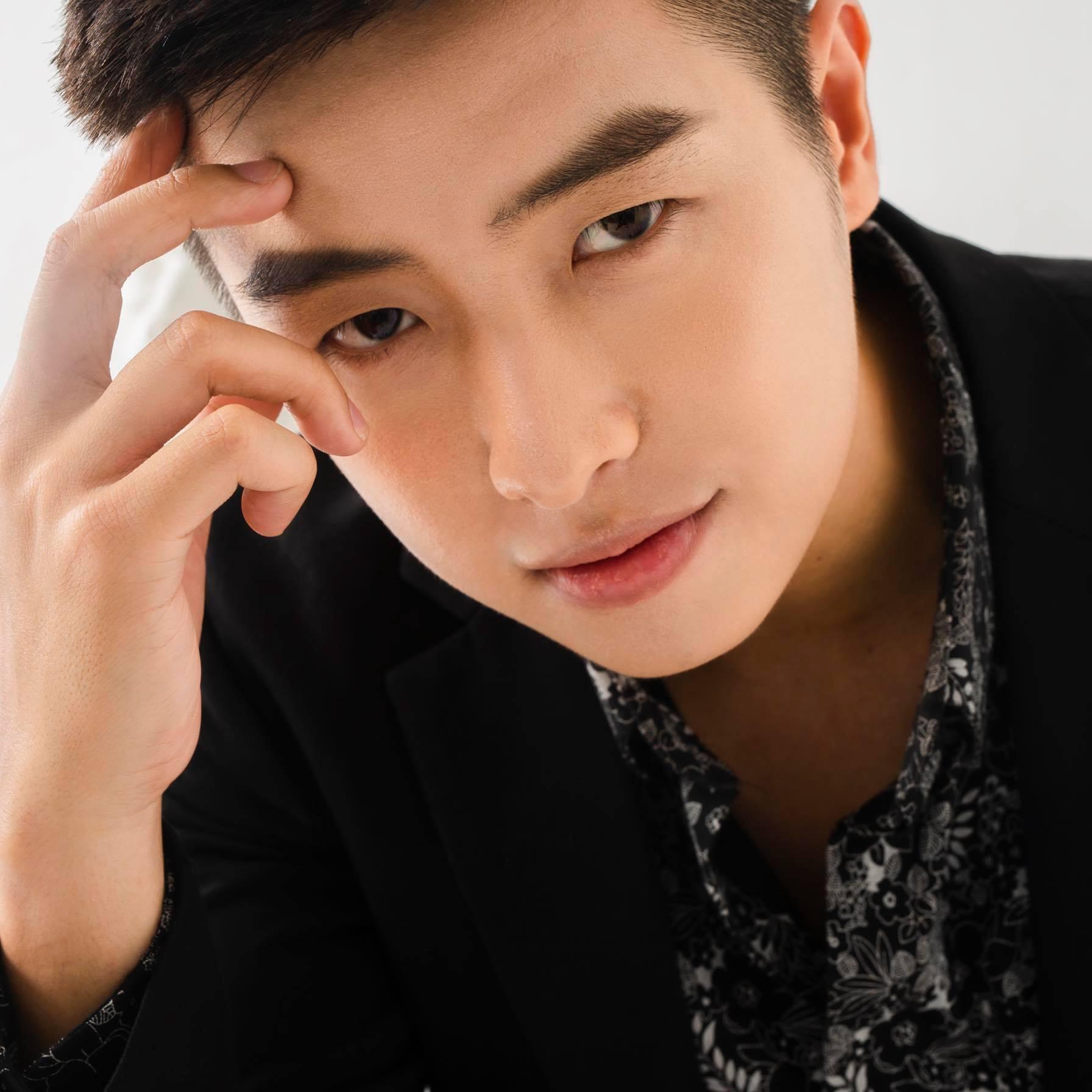 Hết hôn má lại thả thính công khai, Huỳnh Anh đang hẹn hò hot TikTok Vũ Phương?