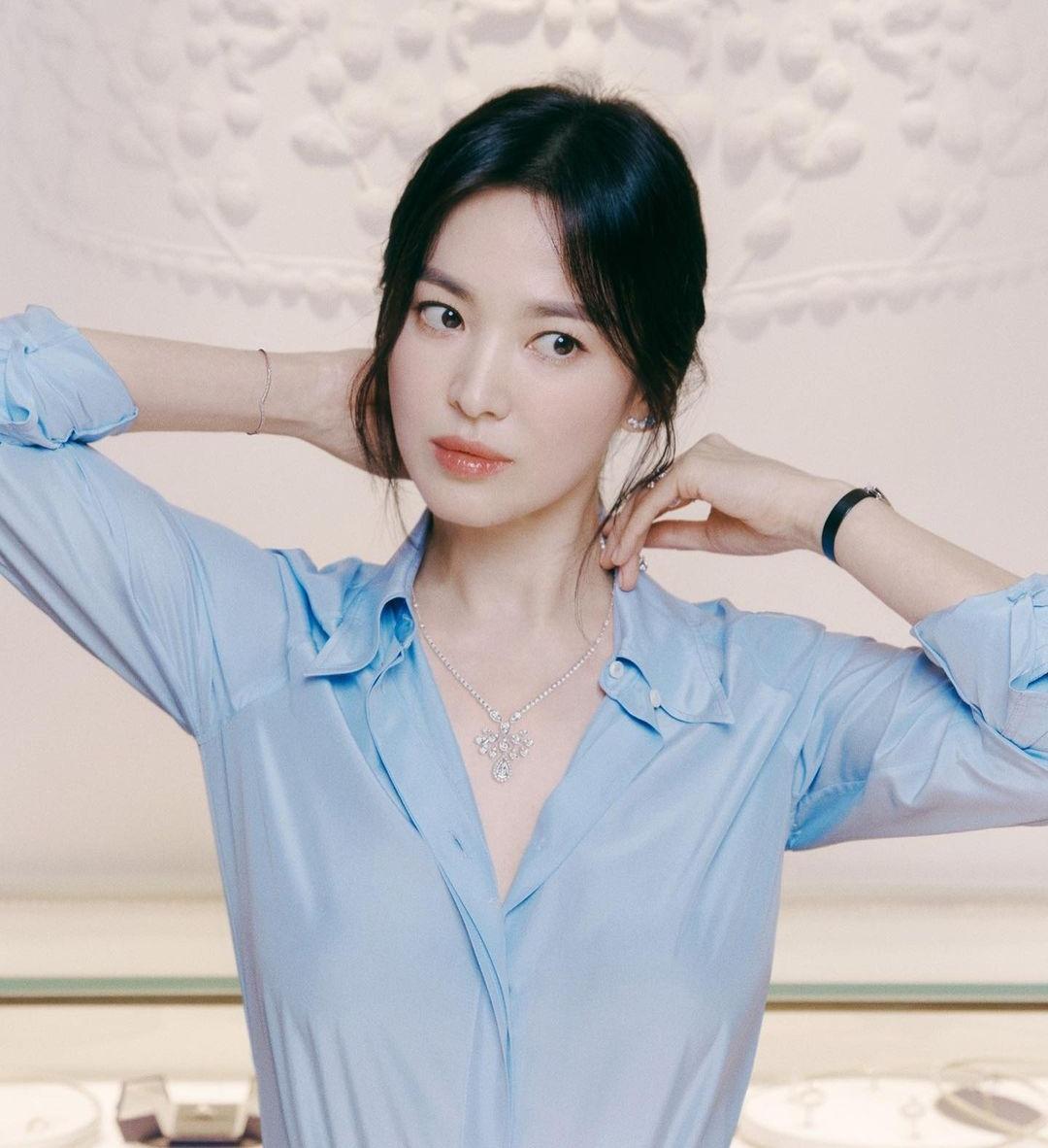 Song Hye Kyo tung ảnh quảng cáo khoe nhan sắc kiêu sa mặn mà.