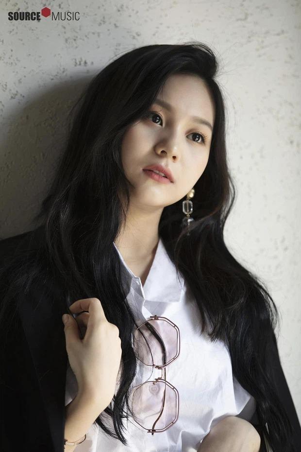 Um Ji xinh đẹp với kiểu lông mày ngang.