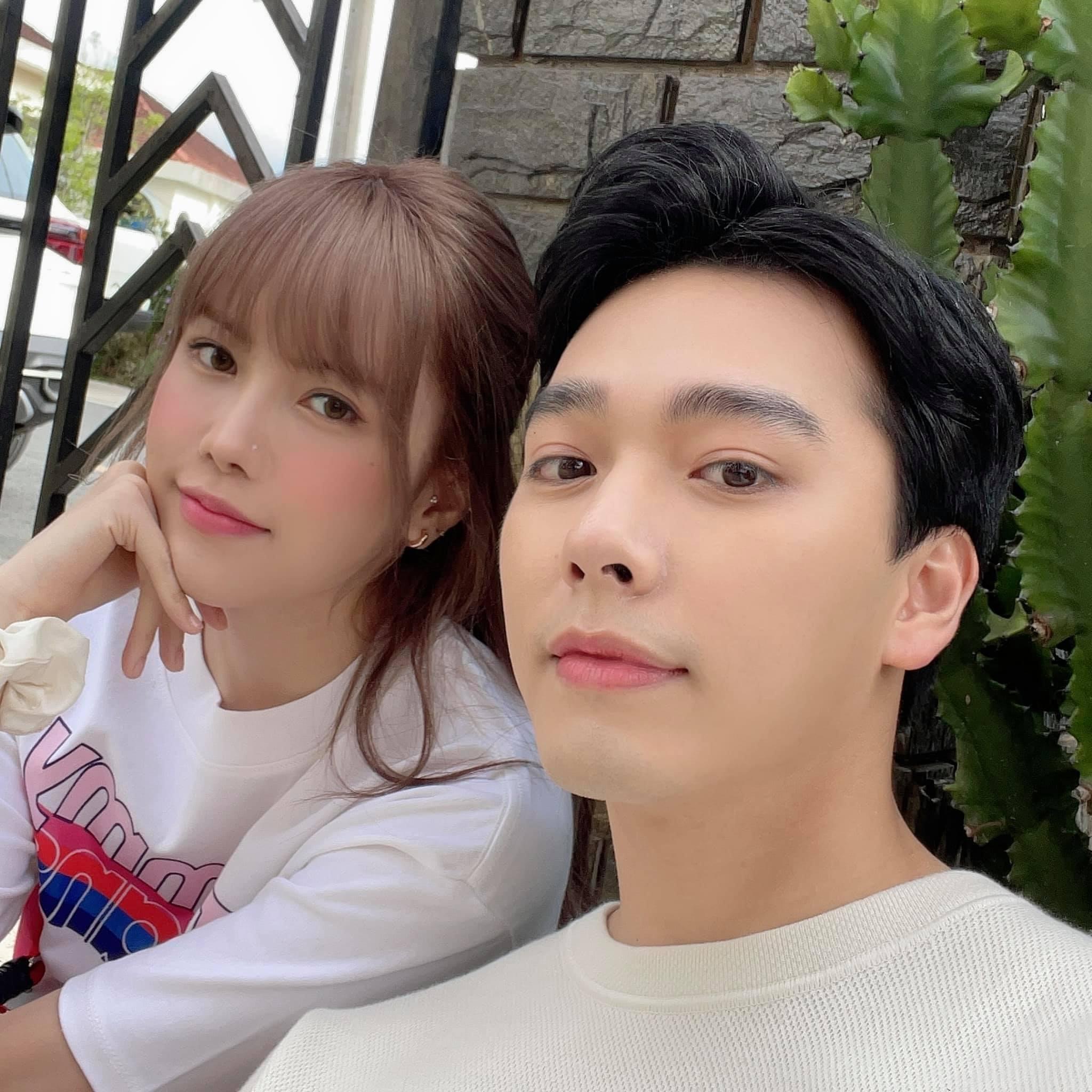 Gương mặt baby, điển trai của anh chàng này bên bạn gái cũ của Sơn Tùng khiến fan thêm tò mò.