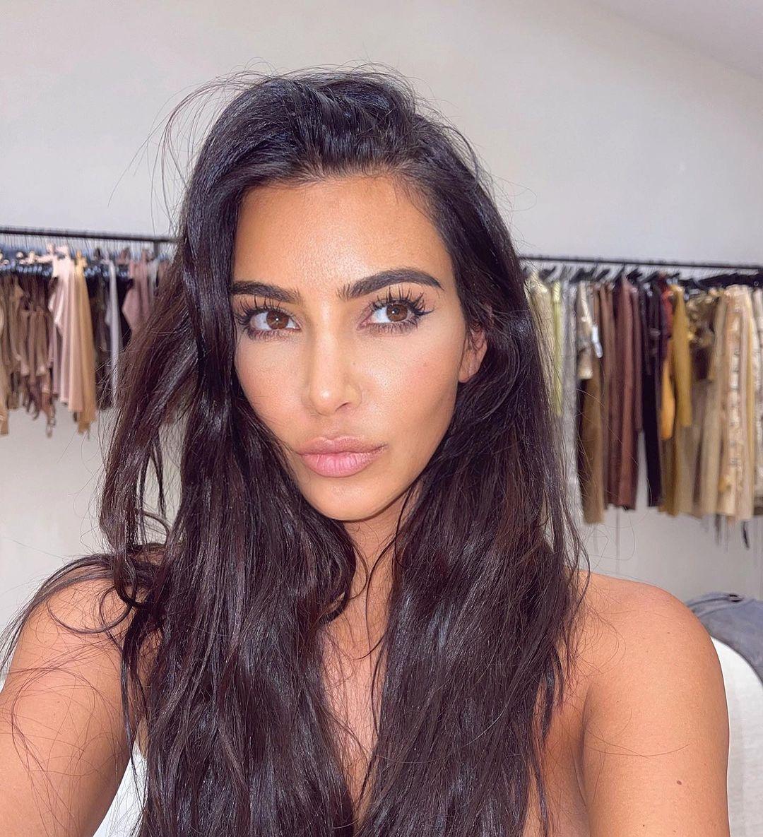 Kim Kardashian bị mạo danh mua đồ ăn cắp - 1