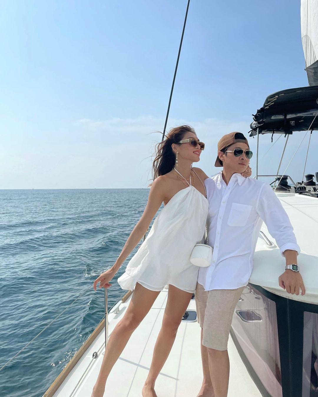 Thảo Nhi Lê và bạn trai trong chuyến du lịch gần đây.
