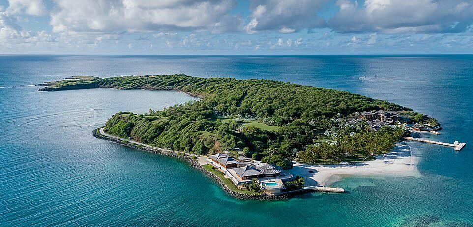 Hòn đảo tư trên biển Caribbean.