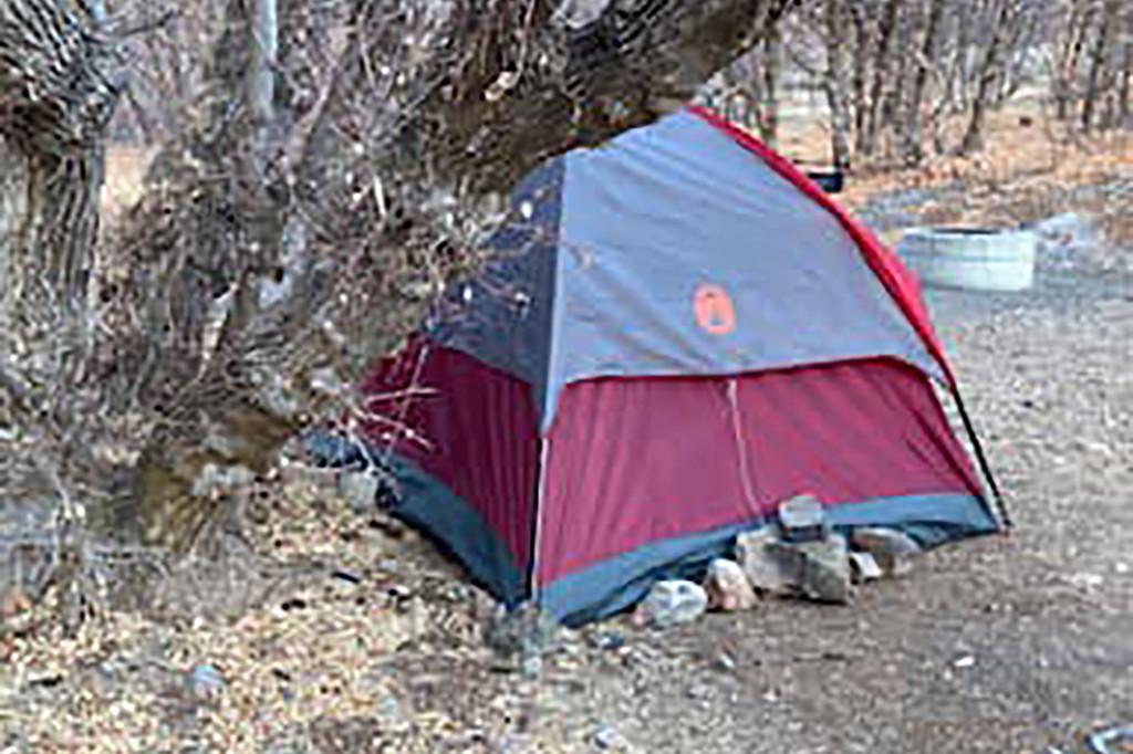 Chiếc lều của người phụ nữ được tìm thấy trong khu rừng.