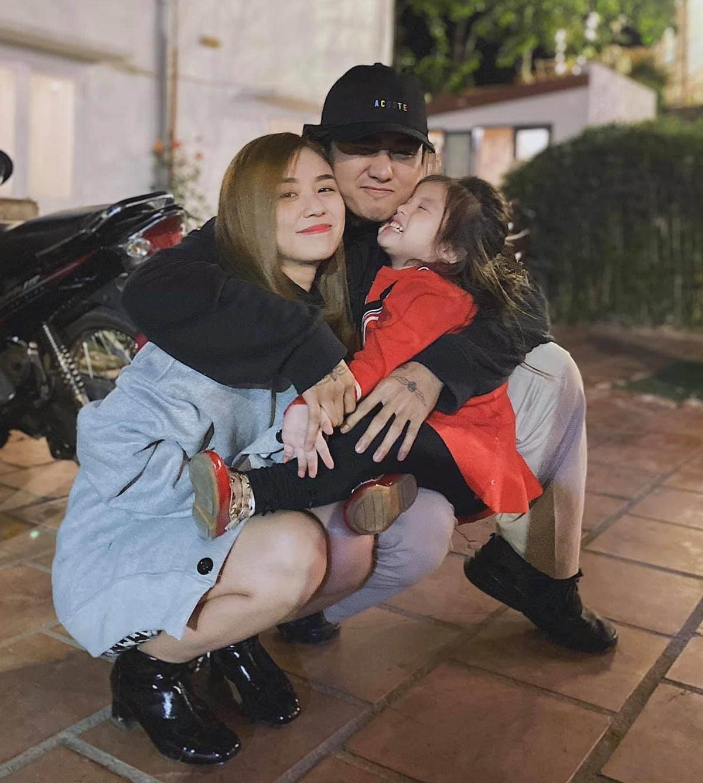 Cindy Lư đăng ảnh hạnh phúc bên con gái và tình mới Đạt G.