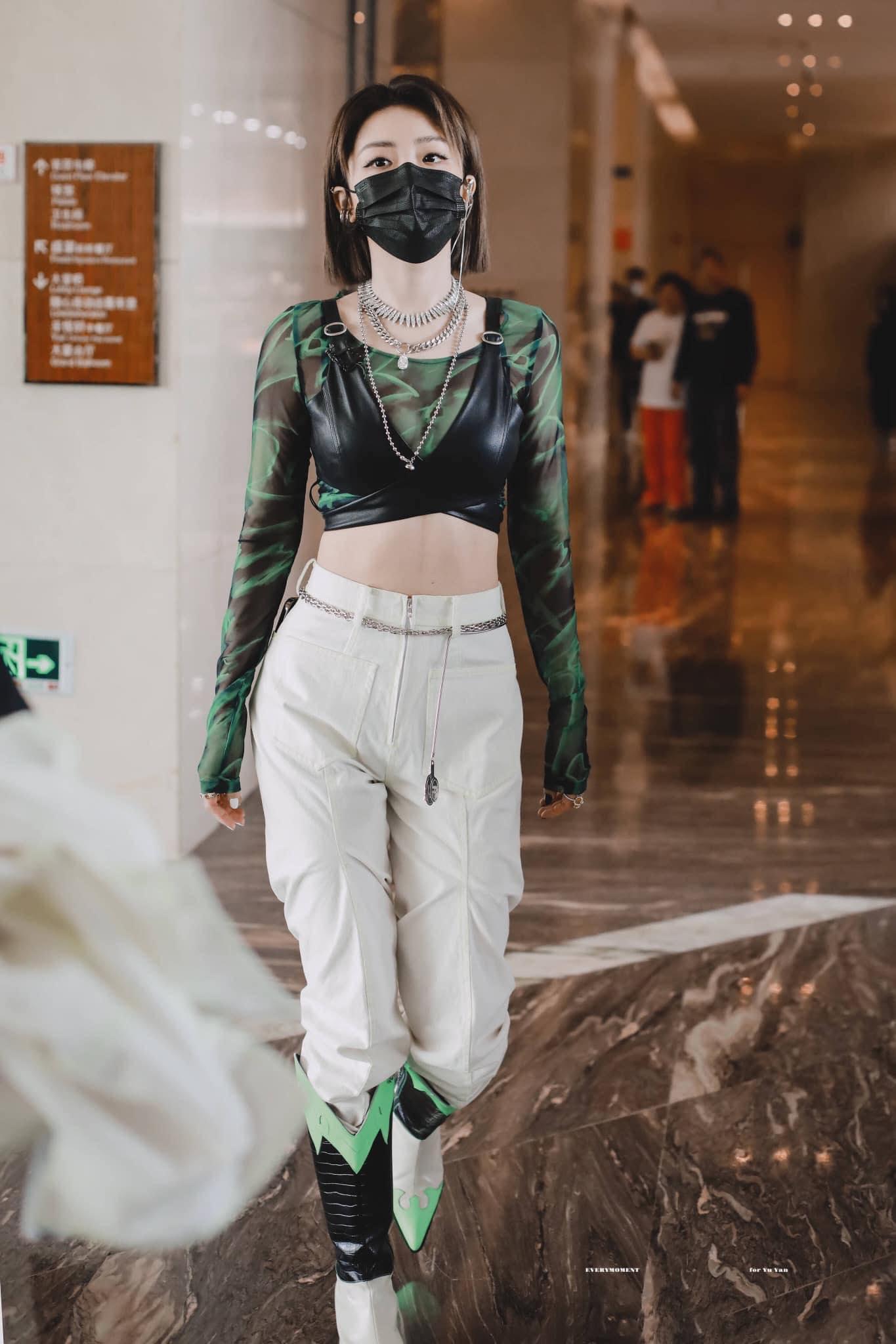 Dụ Ngôn được đánh giá là một trong những thành viên The9 toàn năng, vocal chất lượng và vũ đạo cũng đỉnh. Cô nàng là đối thủ đáng gờm trong show thi đấu lần này.
