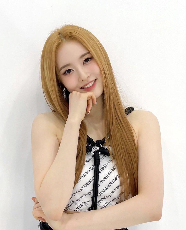 Si Eun có khuôn mặt tròn, đôi má bầu bĩnh, nét đẹp tươi tắn dễ tạo thiện cảm cho người xem.