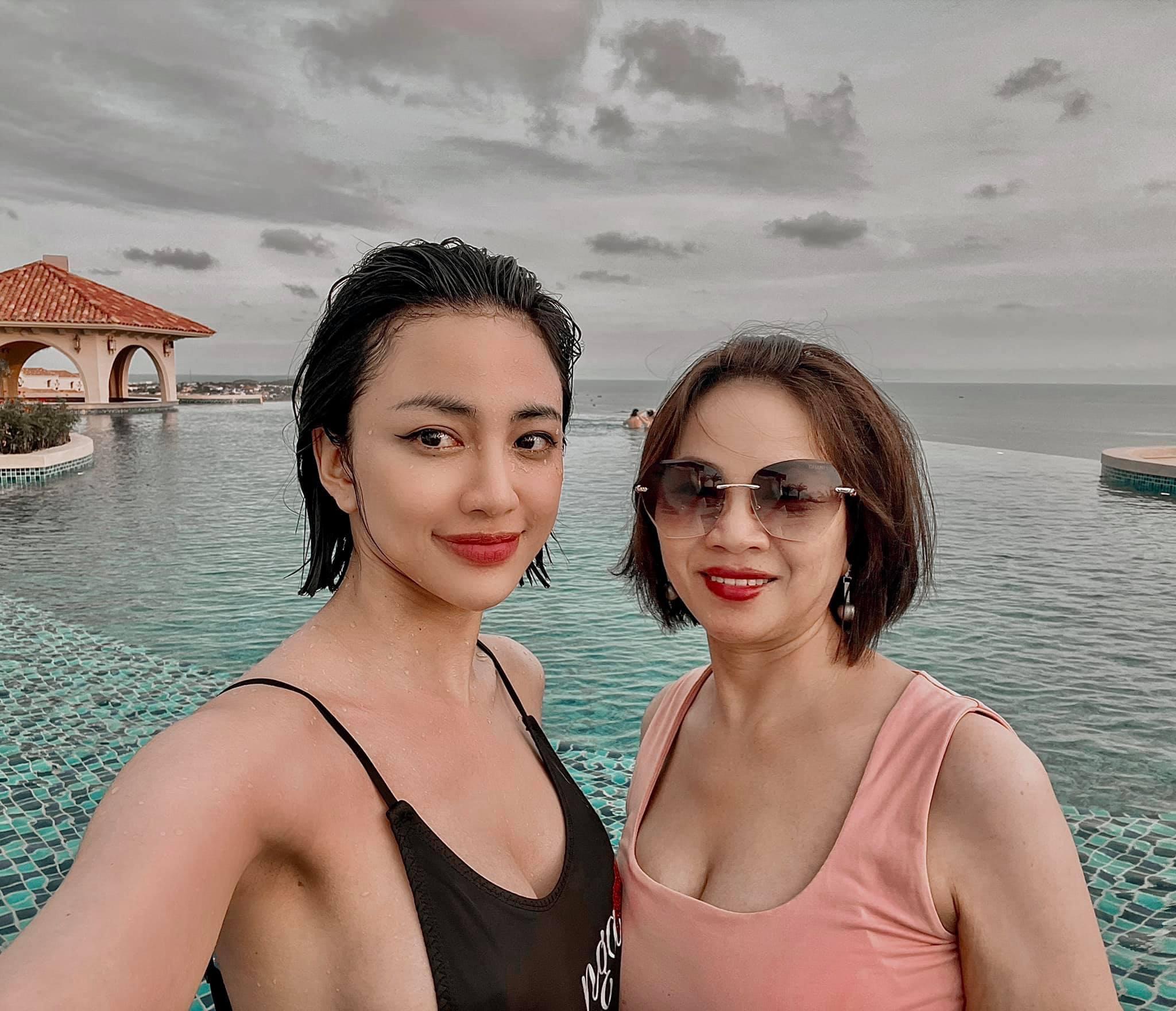 Thiên Nga cũng có khoảnh khắc đáng nhớ bên mẹ trong một chuyến du lịch gần đây.