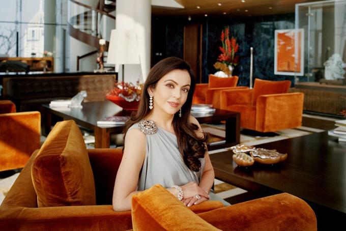 Vợ của tỷ phú trong ngôi nhà ở Mumbai.
