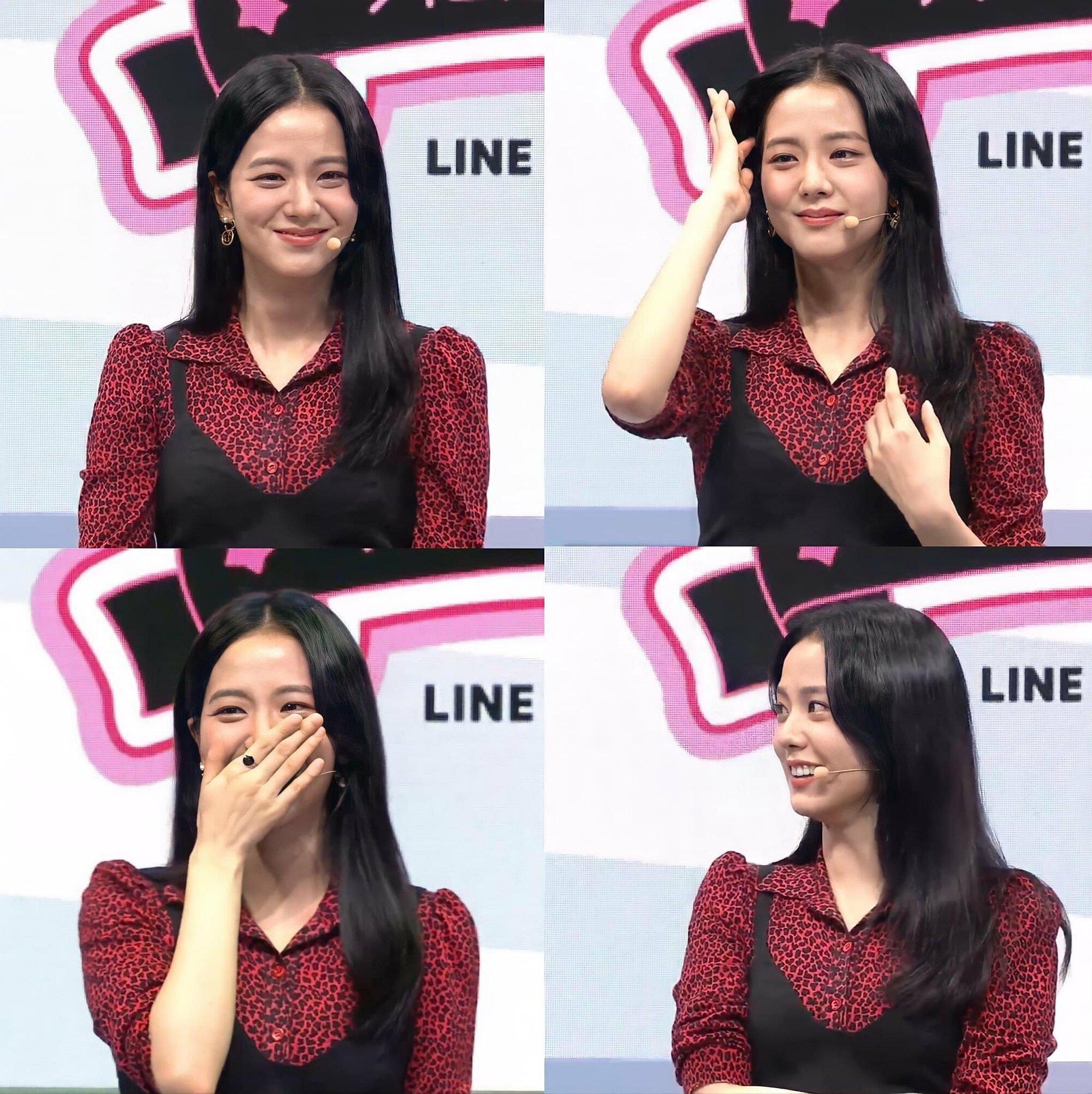 Ji Soo rạng rỡ tại sự kiện bình luận game.