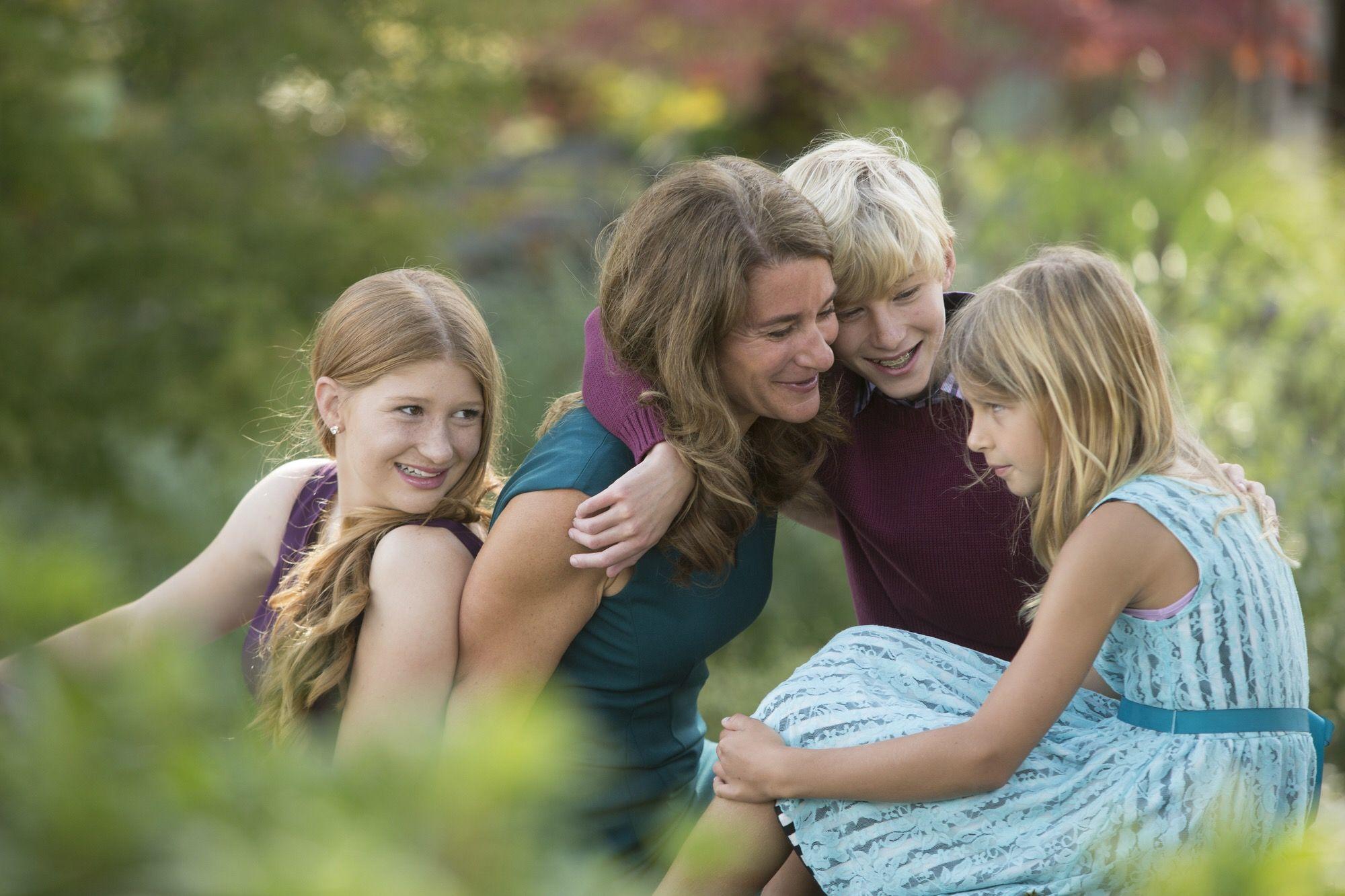 Melinda đăng ảnh cùng 3 con trên mạng xã hội nhân Ngày của Mẹ.