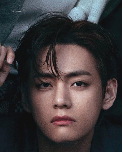 Tam giác quỷ visual của BTS khiến fan đau tim trong ảnh tạp chí mới - 10