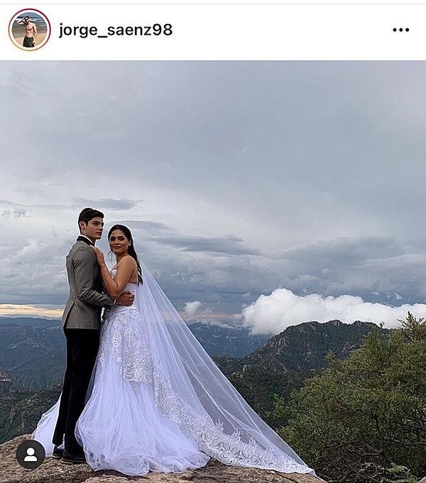 Mỹ nhân Mexico bị nghi đã lấy chồng.
