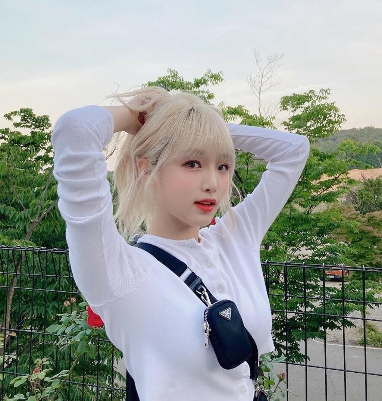 Cựu thành viên IZONE gây tranh cãi khi hẹn hò riêng với fan boy - 1