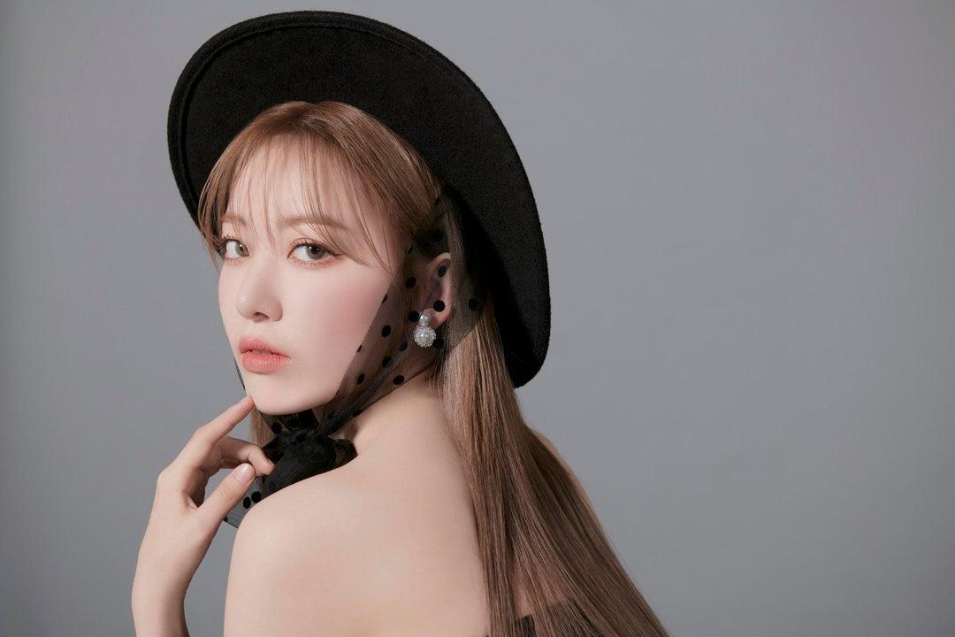 Thành viên IZONE quyến rũ và trưởng thành hơn trong bộ ảnh mới. Cô nàng tiết lộ sẽ sớm trở về Hàn, thử sức trong nhiều lĩnh vực khác nhau và còn muốn đóng phim.
