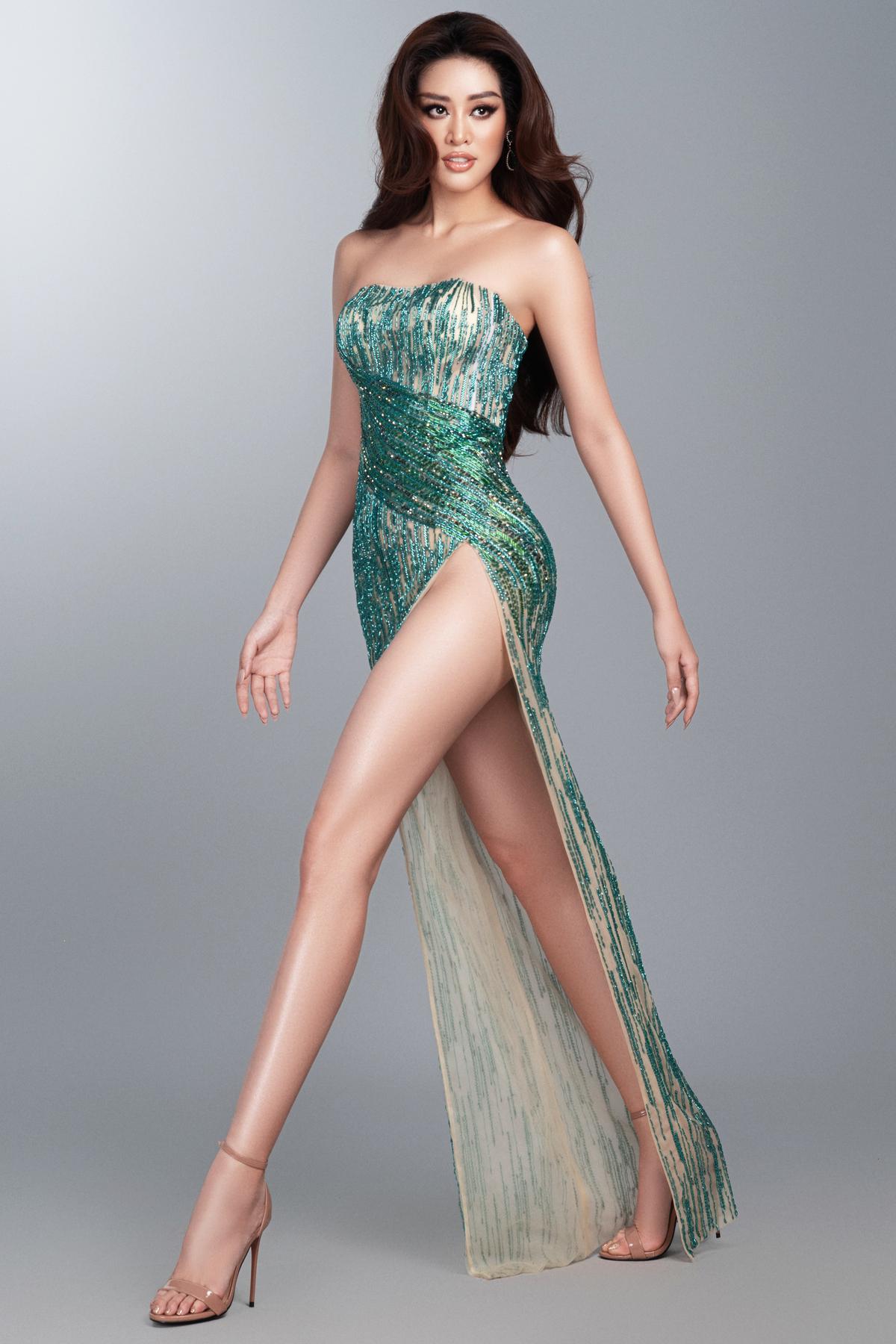 Ngoài ra, còn rất nhiều mẫu trang phục khác cũng được khán giả kỳ vọng Khánh Vân diện ở Miss Universe như thiết kế xẻ cao tít tắp của Nhà mốt 9192...