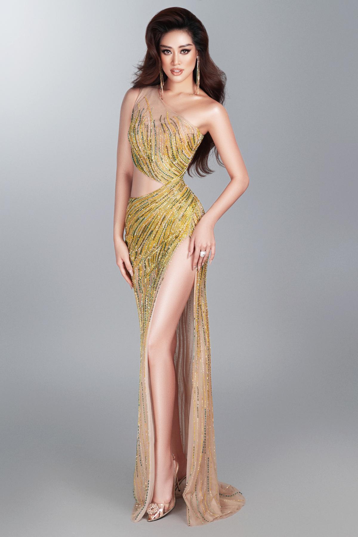 ... hay mẫu đầm dạ hội của NTK Võ Thanh Can. Tuy nhiên trong các hoạt động của cuộc thi, Khánh Vân đều không diện những mẫu váy này.