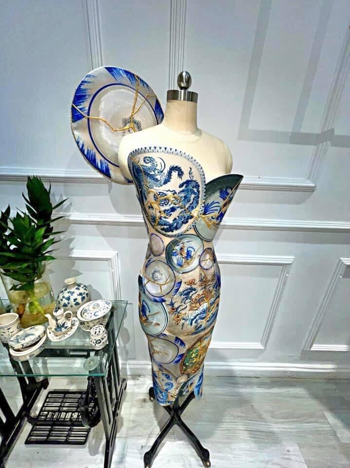 1 sản phẩm khác cũng rơi vào diện mất tích là mẫu thiết kế lấy cảm hứng từ gốm sứ Việt Nam cùng nghệ thuật đắp vàng Kintsugi.