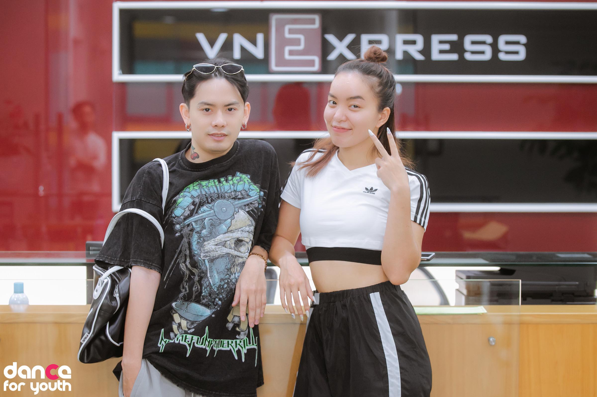 Đức Việt và Anh Phương, thành viên của Hanoi X-Girls, tham gia chương trình livestream của Dance For Youth.