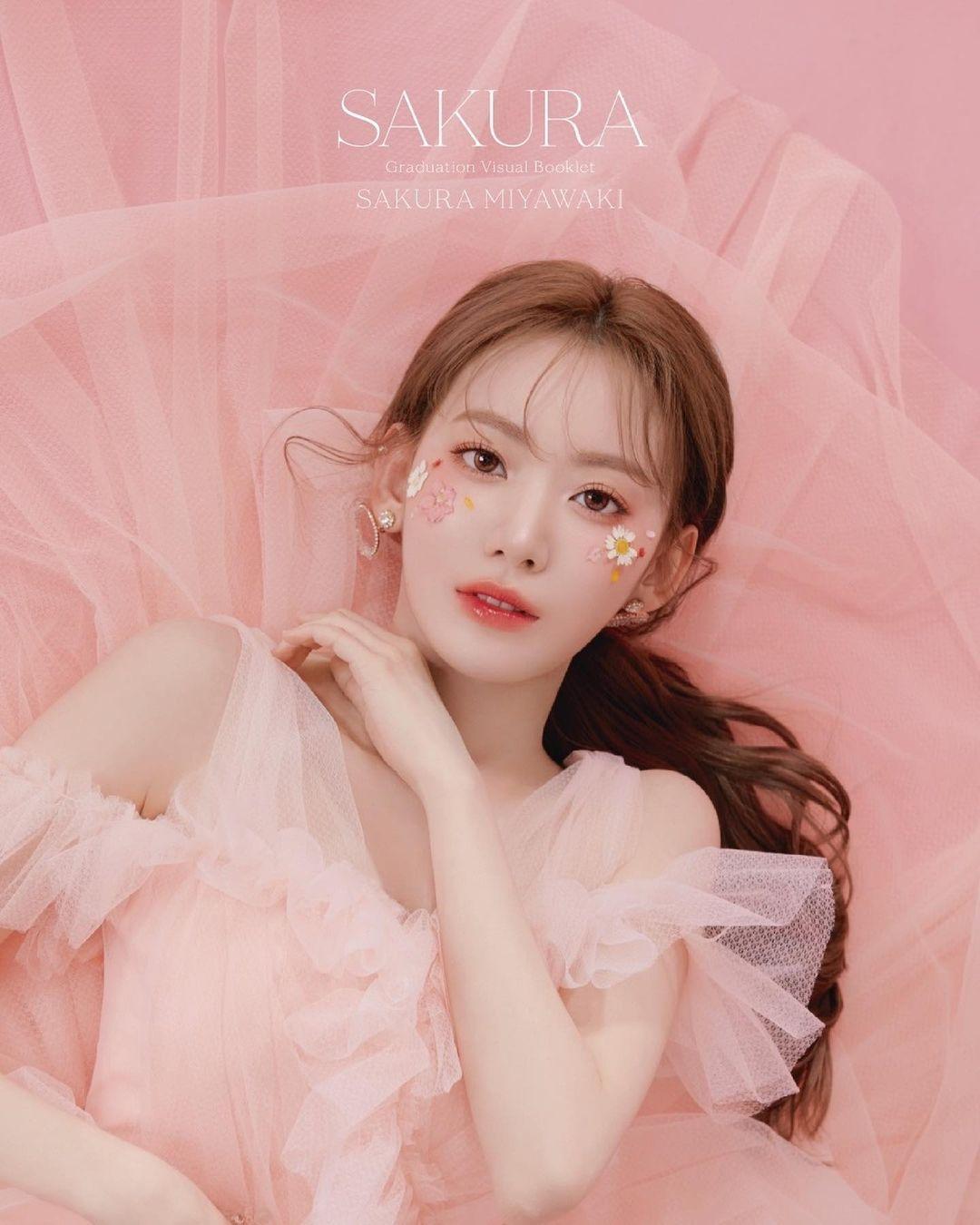 Dù là người Nhật, Sakura được nhận xét là có khí chất của idol người Hàn. Từ khi gia nhập Kpop, nhan sắc của cô nàng cũng thăng hạng.