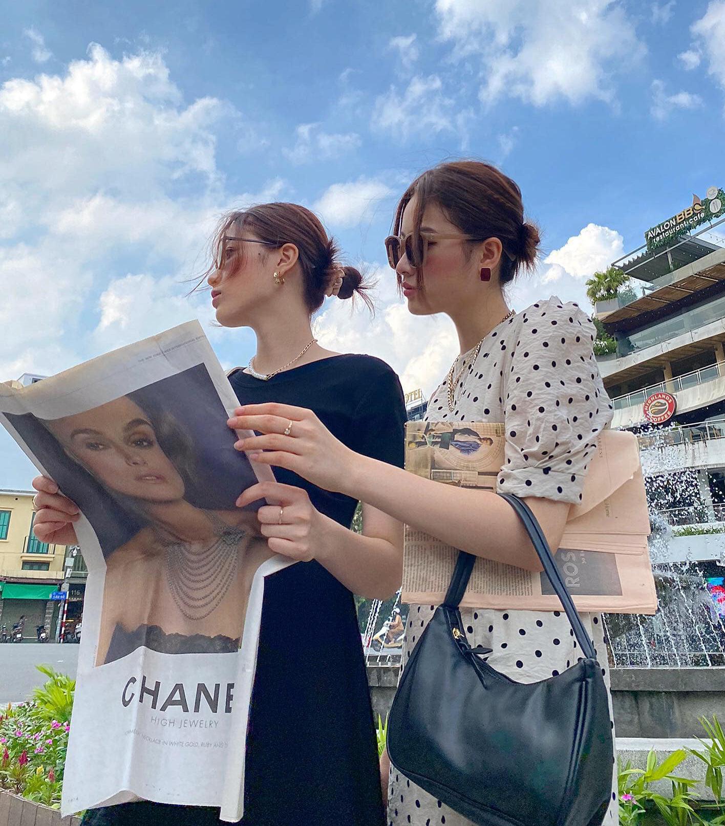 Cả hai chị em đều yêu thích phong cách streetwear, đề cao yếu tố tối giản và tạo điểm nhấn bằng phụ kiện để tạo nên tổng thể đẹp mắt.