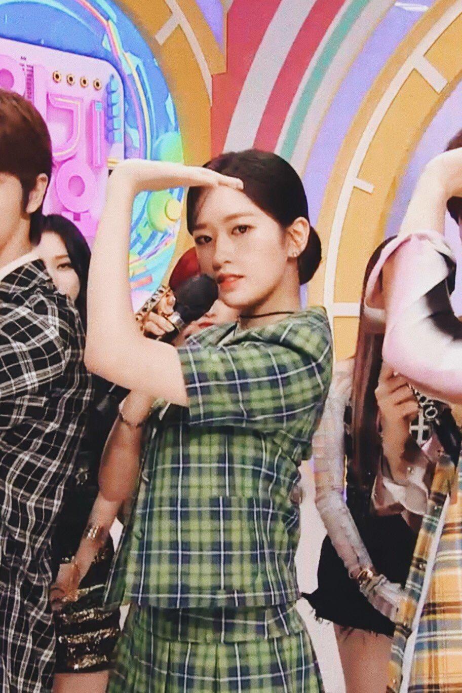 Ahn Yu Jin thực hiện vũ đạo của Aespa.