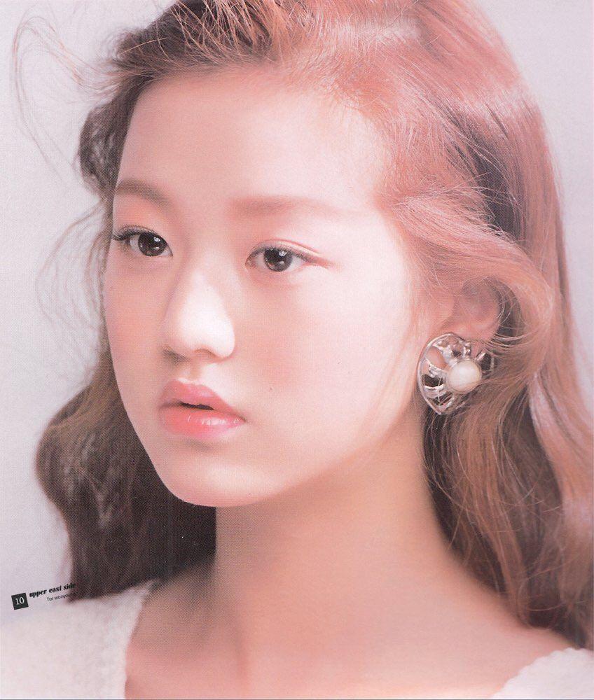 Netizen nhận xét Won Young xinh xắn nhưng phụ thuộc khá nhiều vào cách trang điểm phù hợp. Người đẹp 17 tuổi trông sẽ không có gì nổi bật nếu makeup nhẹ nhàng, có như không.