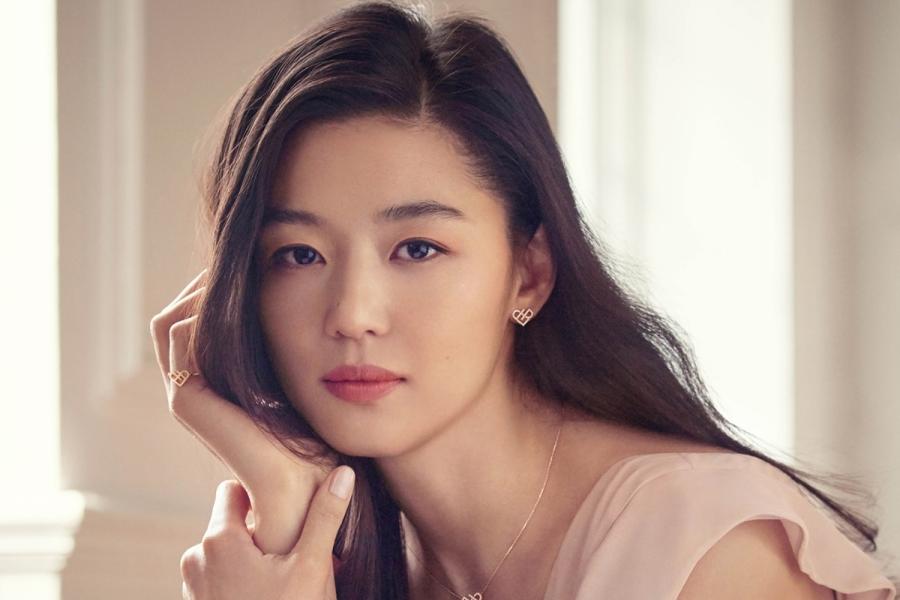 Jun Ji Hyun nổi tiếng với đời tư viên mãn, sự nghiệp thăng hoa, là một trong những diễn viên hàng đầu Kbiz.