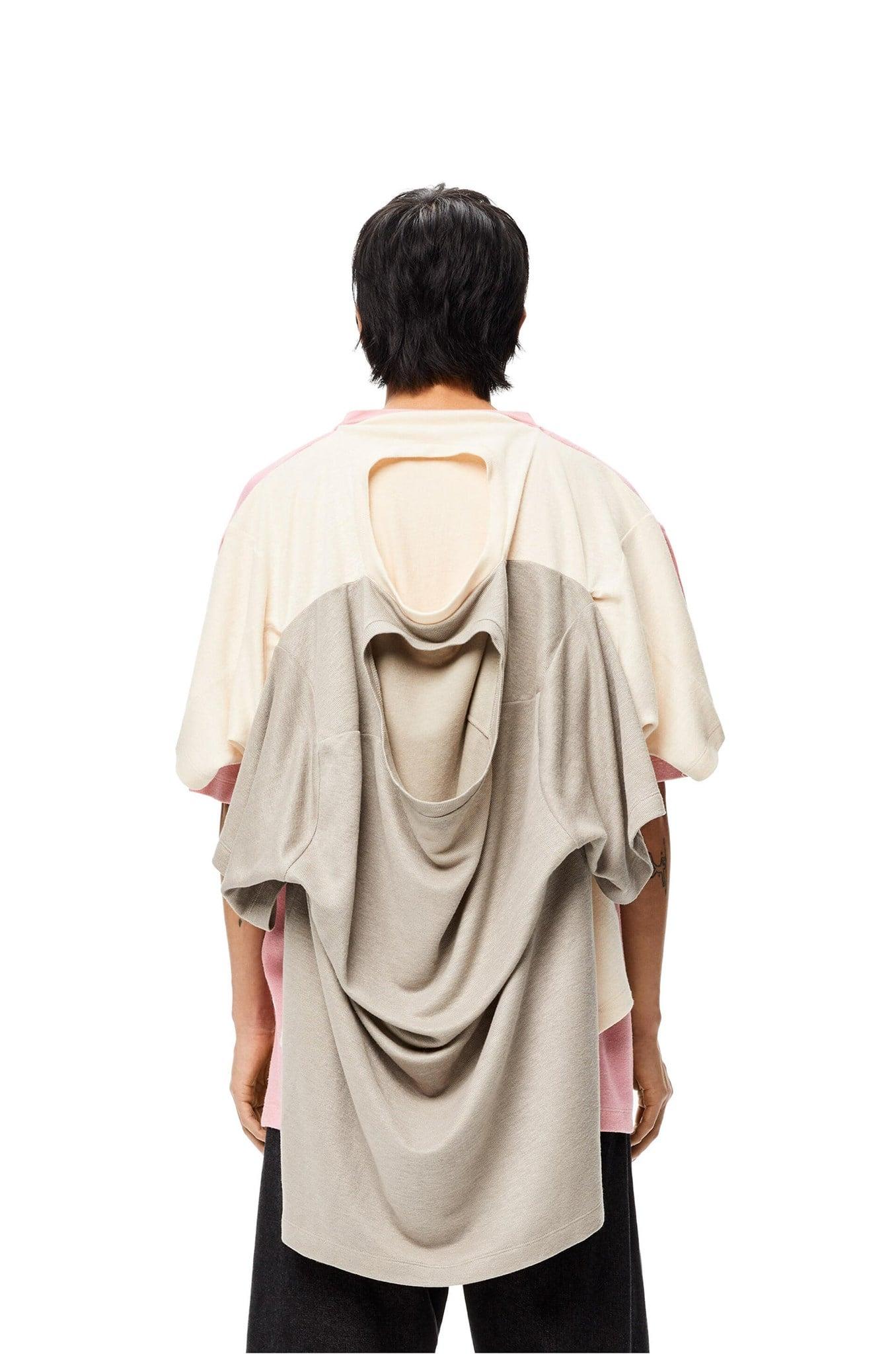 Không ít người cho rằng họ sẽ không bỏ đến 33 triệu đồng để sở hữu mẫu áo thun trông rất kỳ cục. Thậm chí nếu muốn, tín đồ thời trang cũng có thể... sắm 3 chiếc T-shirt bình dân rồi dùng keo... dán vào với nhau.