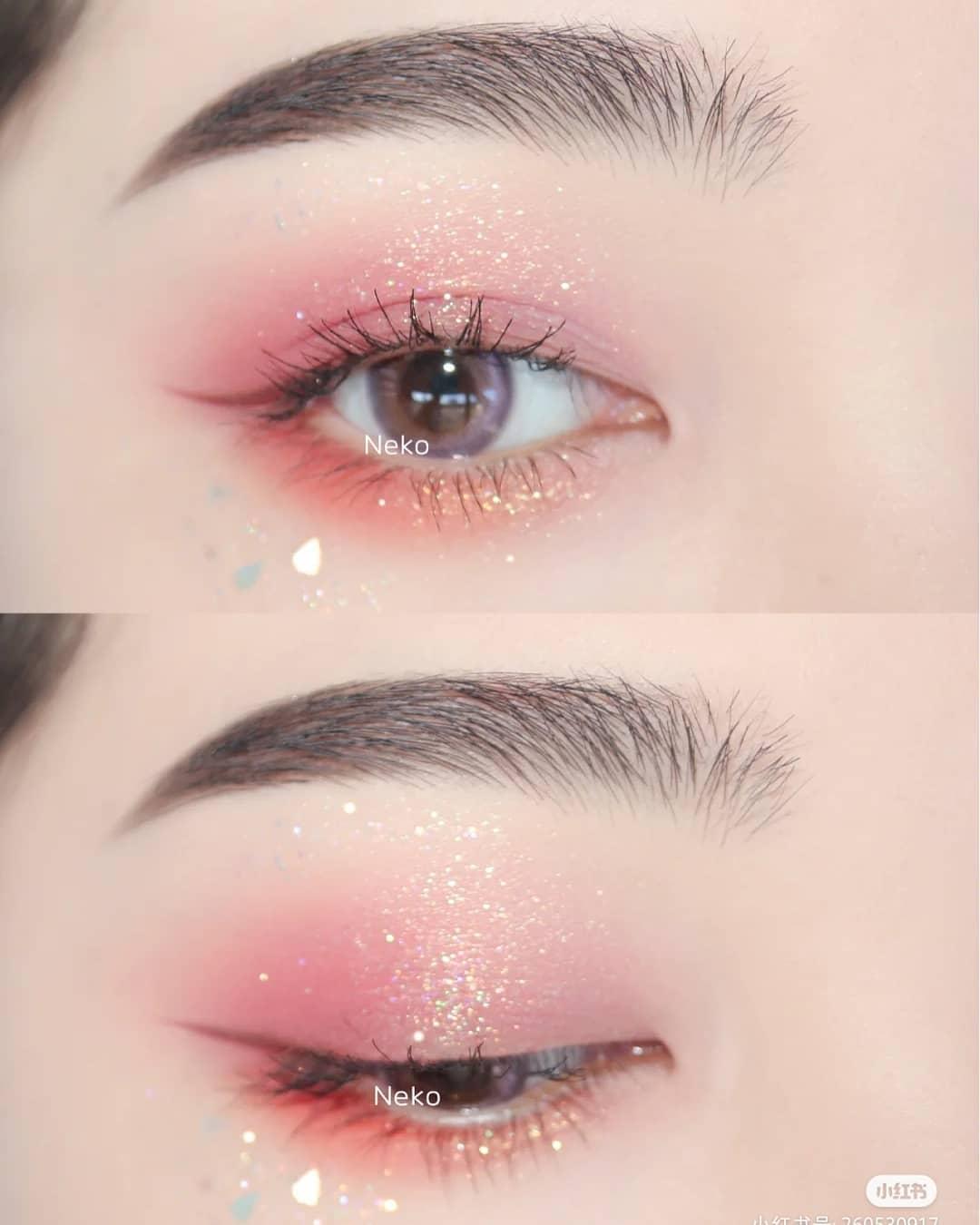 Sử dụng phấn mắt nhũ sáng, đính kim tuyến lấp lánh là tiêu chí quan trọng nhất để làm nên diện mạo thần tiên như các hot girl Trung Quốc trên TikTok. Không phải tự dưng mà những bảng màu mắt nhũ nội địa Trung Quốc trở thành mặt hàng làm đẹp được các cô gái săn lùng nhất hiện nay.