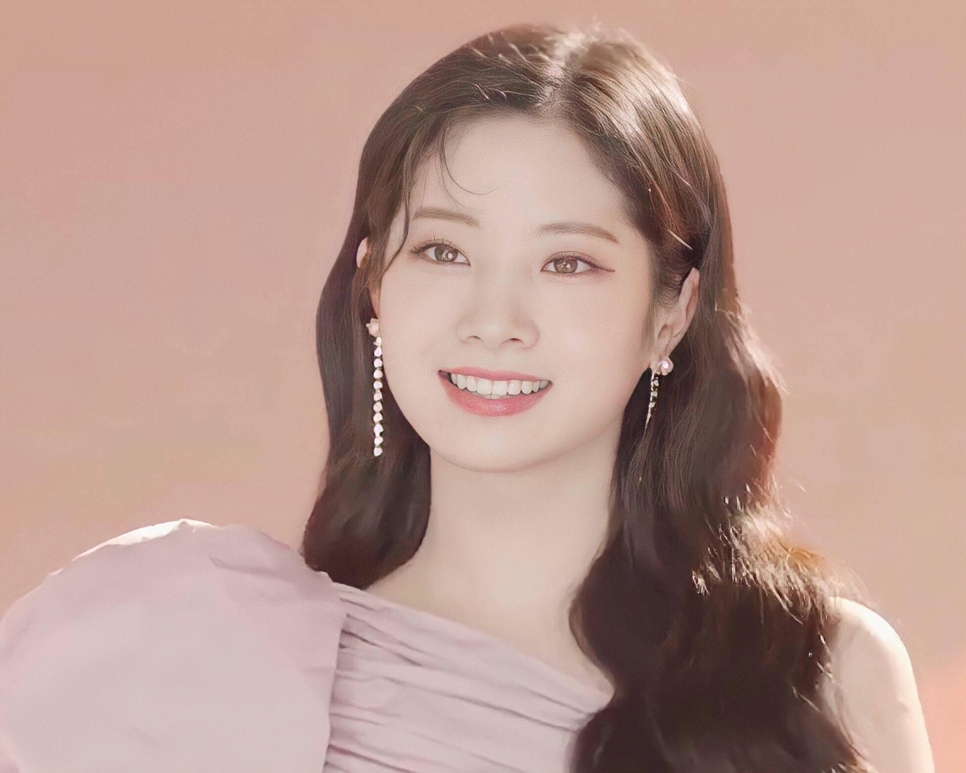 Tzuyu gây bão với lớp make up hoàn hảo, Mina thở ra khí chất tiểu thư - 10