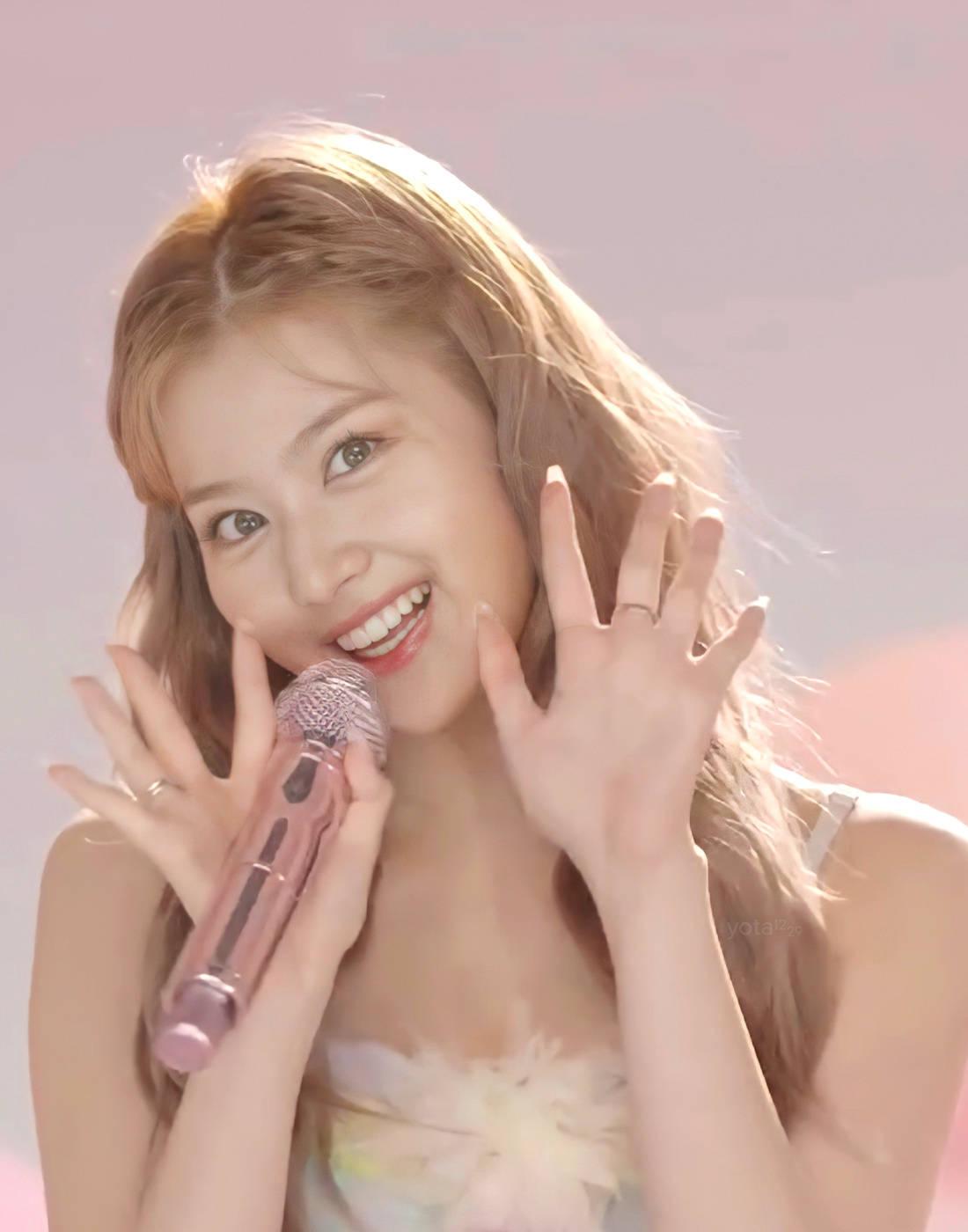Tzuyu gây bão với lớp make up hoàn hảo, Mina thở ra khí chất tiểu thư - 14