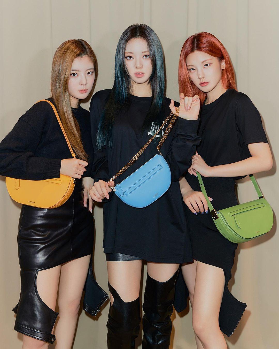 Gần đây, ITZY có cơ hội hợp tác với Burberry khi làm KOL cho dòng túi mới của thương hiệu có tên The Olympia Bag. Trong những photoshoot được đăng tải, cả nhóm đều diện đồ đen trơn cơ bản, làm nền cho những chiếc túi màu sắc nổi bật hơn.