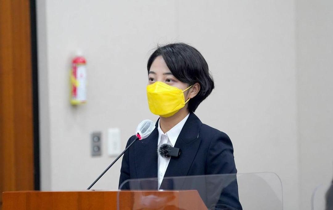 Nữ nghị sĩ Hàn Quốc, Ryu Ho-jeong.