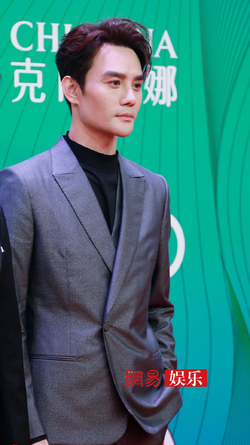 Hứa Khải là nam diễn viên thực lực của làng giải trí Trung Quốc, luôn đảm nhận những vai diễn đầy sức nặng.