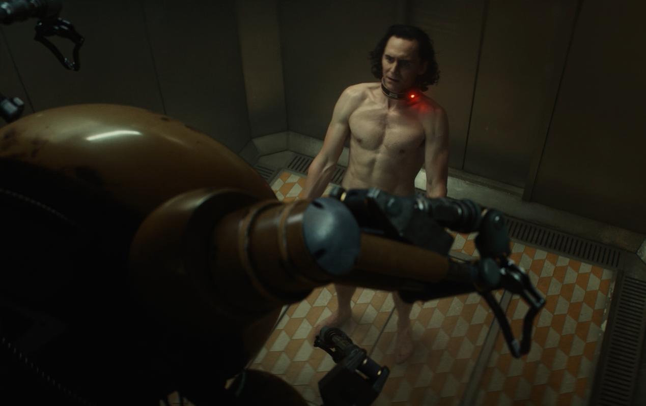 Tom Hiddleston bị lột sạch ngay trong tập đầu tiên của Loki - 3