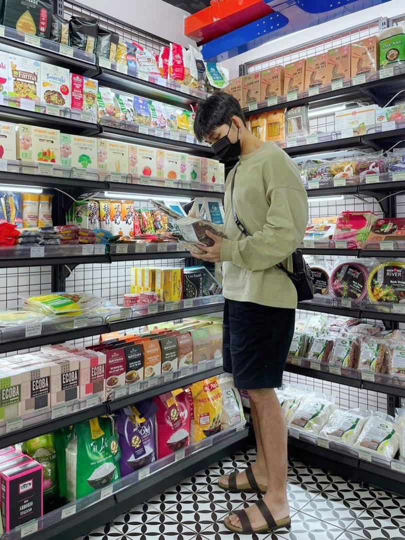 Đến một lúc, việc Shopping xa xỉ bỗng biến thành shopping gạo, muối, đường, sữa thì bạn hiểu bạn đã chính thức gia nhập U40 rồi