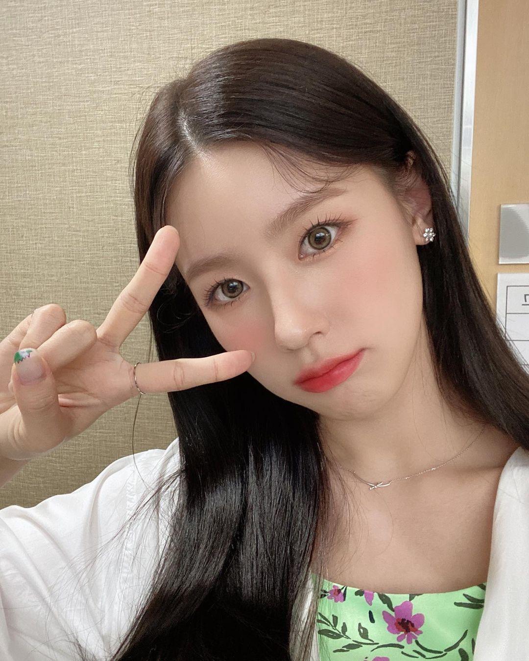 Mi Yeon đốn tim fan bằng vẻ nũng nịu dễ thương.